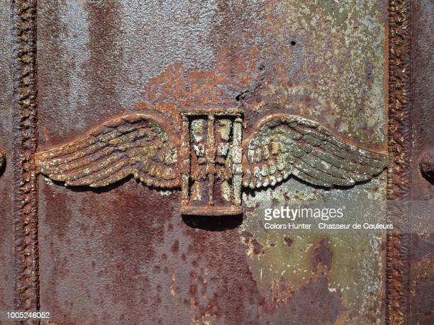 Metallic winged hourglass on a tombstone