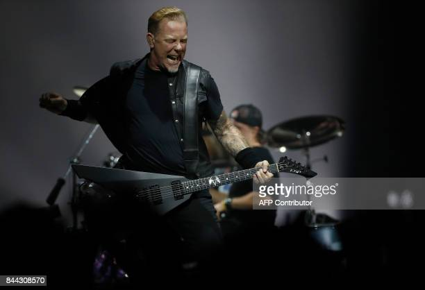 Metallica lead singer James Hetfield performs at the l'AccorHotels Arena in the French capital Paris on September 8, 2017. / AFP PHOTO / FRANCOIS...