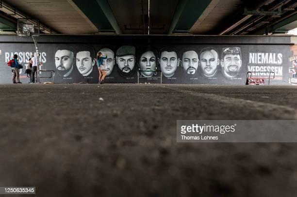 Meter long street art mural to commemorate the nine victims of the 2020 Hanau shooting spree at Friedensbruecke bridge picon June 19, 2020 in...