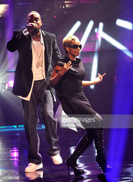 Method Man and Mary J Blige on stage at the 2009 VH1 Hip Hop Honors at the Brooklyn Academy of Music on September 23 2009 in New York City