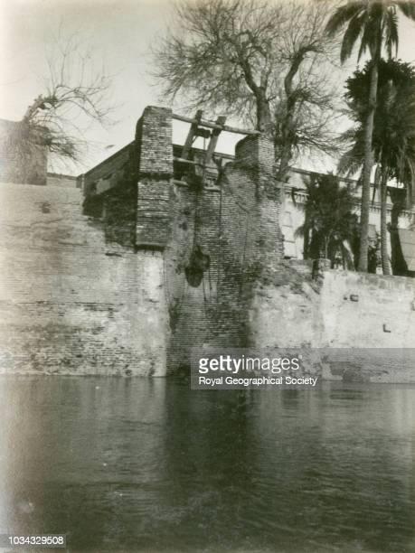 Method of irrigation River Tigris Baghdad a 'Chared' Iraq circa 1925