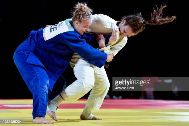 Metka Lobnik of Slovakia competes against Ester Svobodova of Chzech