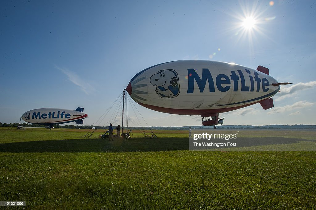 Blimp Pilot Allen Judd flies over Congressional County club as tournament play begins : News Photo