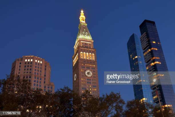 metlife tower on madison square park at dusk - rainer grosskopf stock pictures, royalty-free photos & images