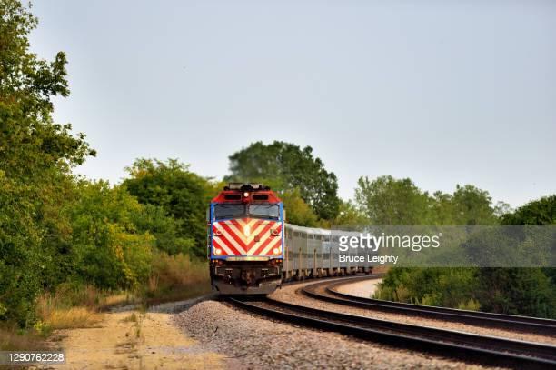 metra commuter train - illinois stock-fotos und bilder