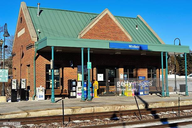 metra train station - metra train stock photos and pictures
