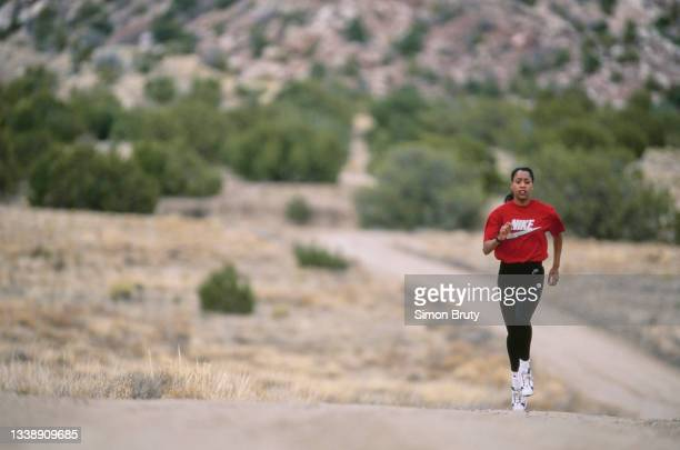 Metre runner Diane Modahl of Great Britain doing warm weather running during training on the roads of Albuquerque on 10th April 1996 in Albuquerque,...