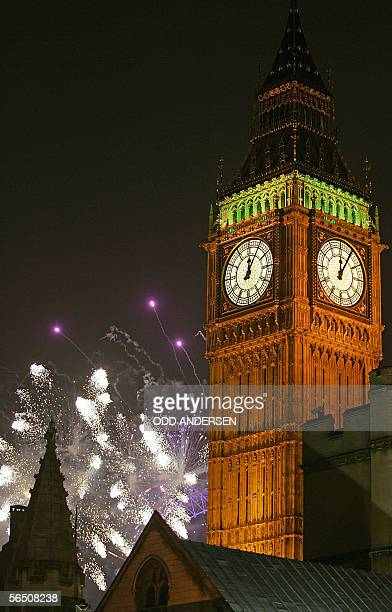A metric tonne of fireworks lights up behind the landmark clock tower Big Ben to welcome the New Year in London 01 January 2006 AFP PHOTO / ODD...