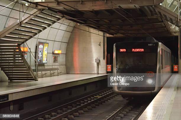 metro de bilbao - futurism fotografías e imágenes de stock