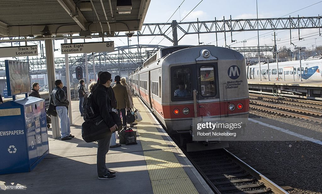 A Metro North train on November 23, 2012 stops for passengers in New Haven, Connecticut before heading to New York's Grand Central Station.