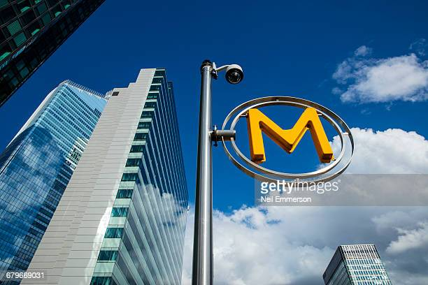 Metro Sign at Paris Defence