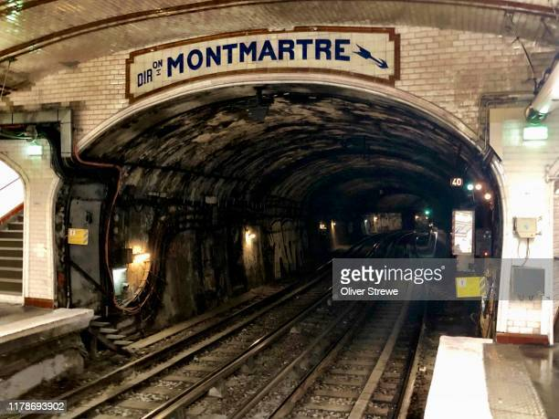 metro sign paris - underground sign stock pictures, royalty-free photos & images