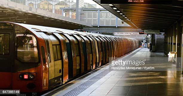 metro train at railroad station - station stock pictures, royalty-free photos & images