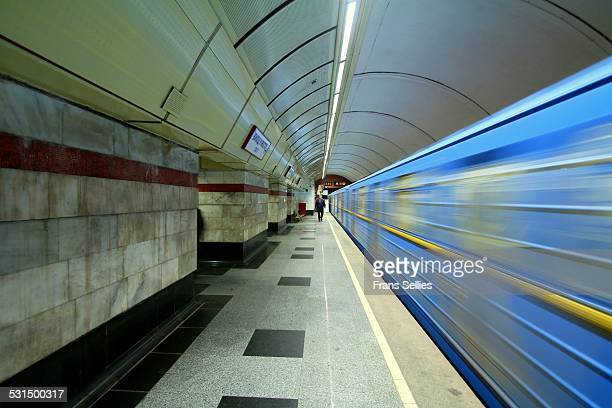 metro train in the kiev underground - frans sellies stockfoto's en -beelden