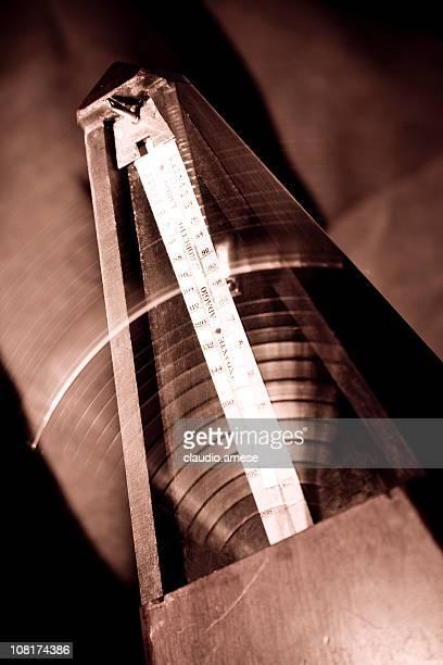 Metronom mit Motion Blur, Sepia