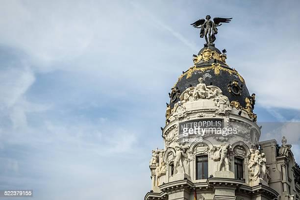 edifício metrópolis em gran vía em madrid - madrid imagens e fotografias de stock