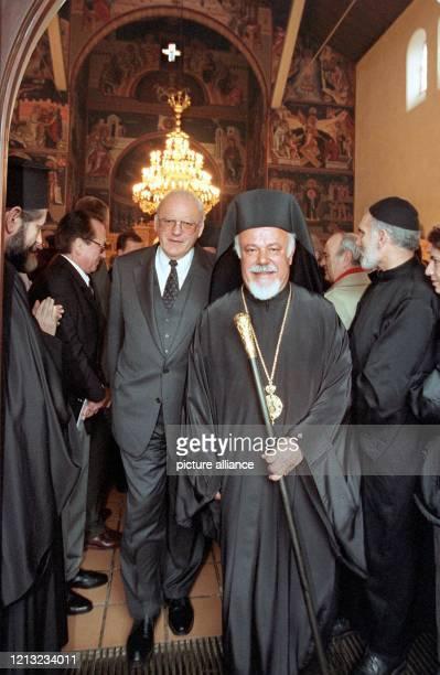 Metropolit Augoustinos und Bundespräsident Roman Herzog verlassen nach einem Dankgottesdienst aus Anlaß des 25jährigen Bischofjubiläums und der...