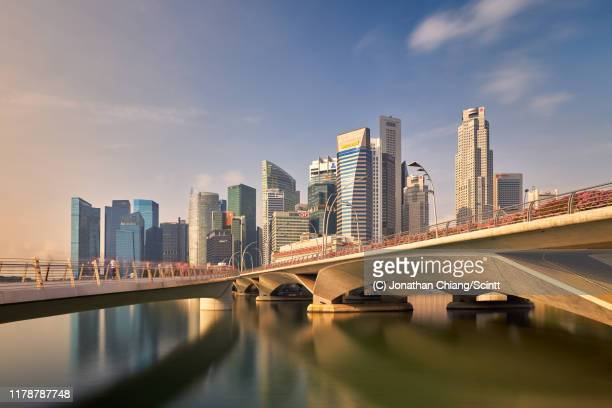 metropolitan glow - singapore stock pictures, royalty-free photos & images