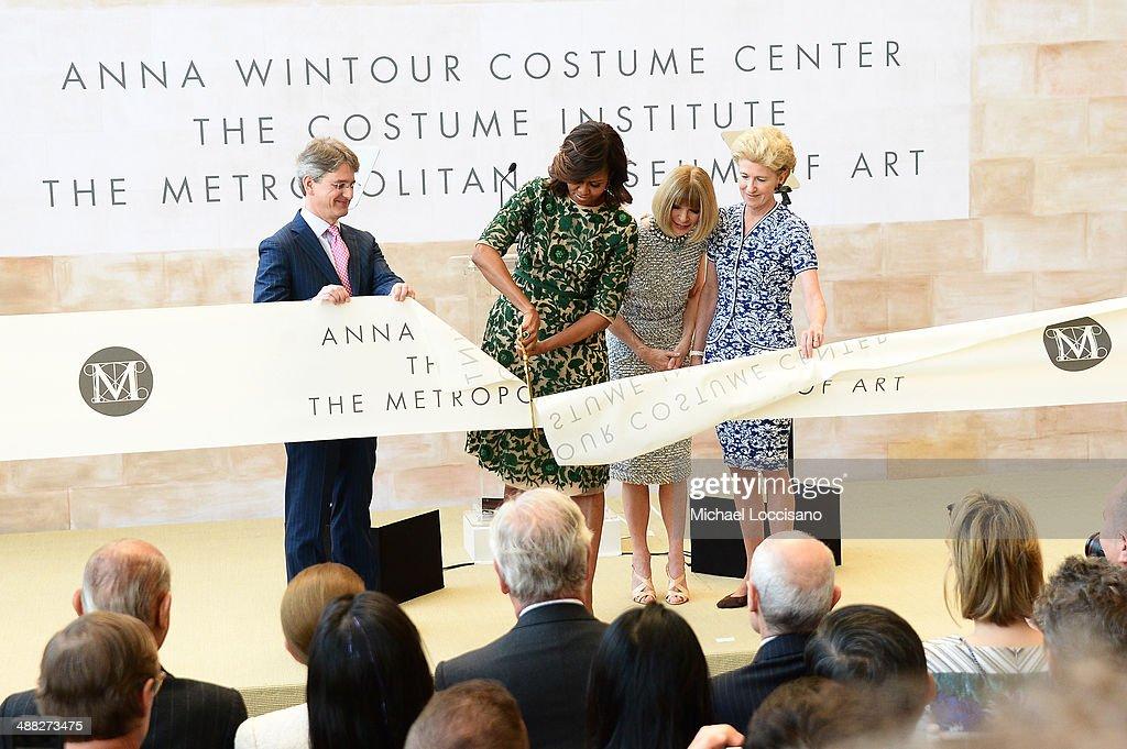 Anna Wintour Costume Center Grand Opening : News Photo