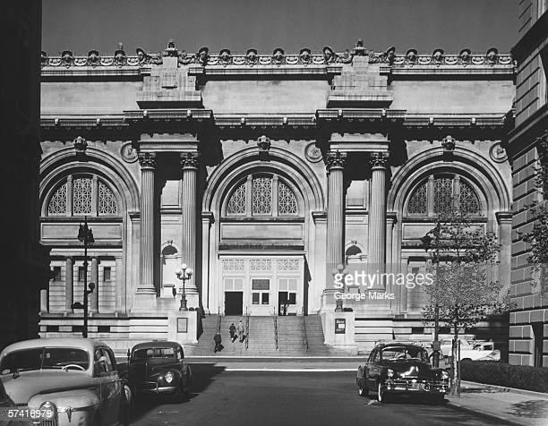 metropolitan museum of art, new york city, (b&w) - metropolitan museum of art new york city stock pictures, royalty-free photos & images