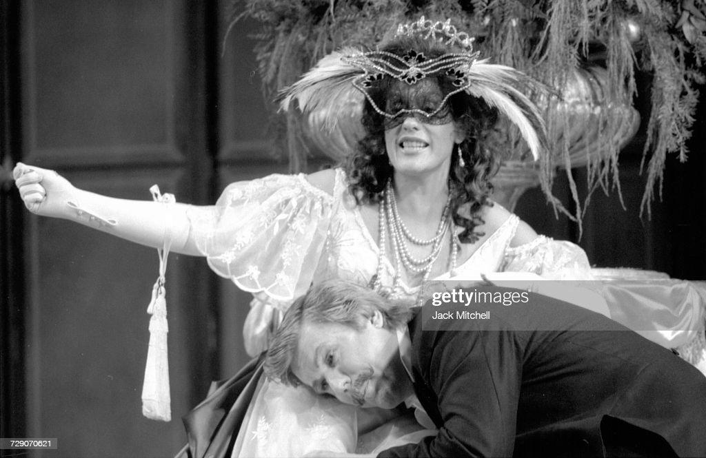 Metropolitan Opera's production of Die Fledermaus, starring Kiri Te Kanawa, Judith Blegen, Tatiana Troanos,Håkan Hagegård and David Rendall, in December 1986. Photo by Jack Mitchell/Getty Images