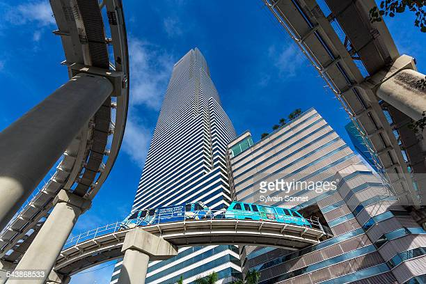 metrorail and miami tower, miami downtown - monorail stock pictures, royalty-free photos & images