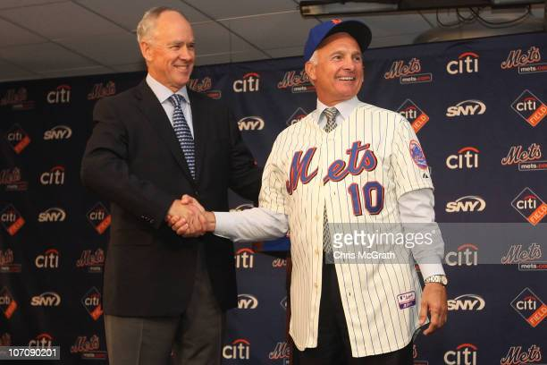 Mets General Manager Sandy Alderson introduces the new Mets manager Terry Collins during a press conference at Citi Field on November 23 2010 in the...