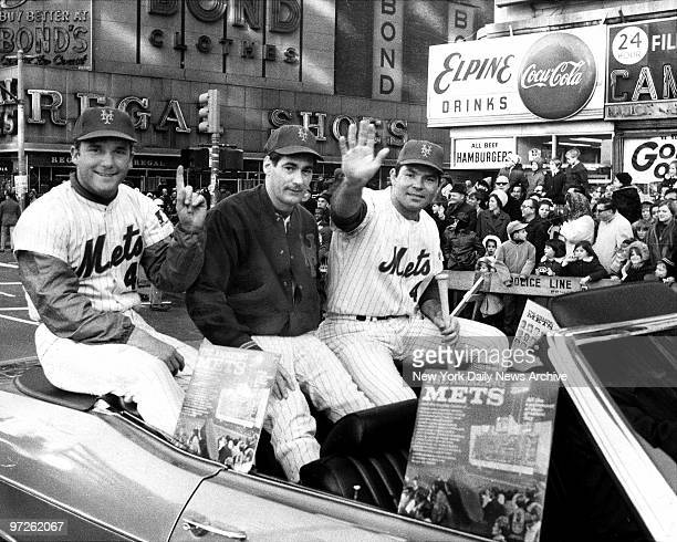 Y Mets [l to r] Tug McGraw Ron Taylor and Ron Swoboda love a parade forming part of the team's contingent that led the annual Macy's Thanksgiving Day...
