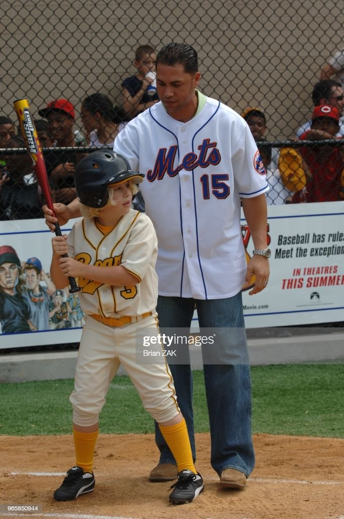 Ny Mets Outfielder Carlos Beltran Coaching The Young Co