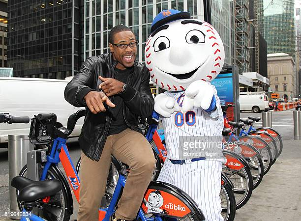 Mets outfielder Curtis Granderson and Mr Met pose during launch of the Citi Perks Sweepstakes Mets outfielder Curtis Granderson helped Citi launch...