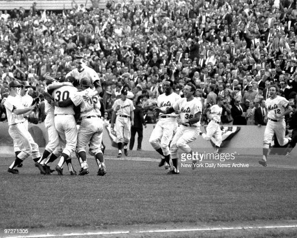 Y Mets vs Atlanta Braves 1969 National League Championship Series Game 3 Tom Seaver is head and shoulders above mates who mob winning pitcher Nolan...