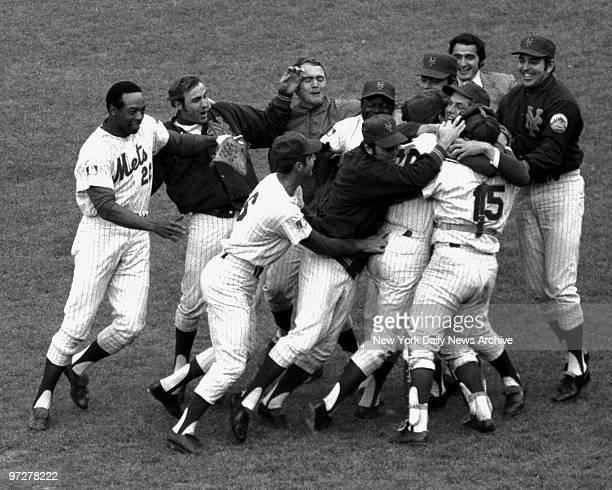 Y Mets vs Baltimore Orioles 1969 World Series Mets' celebrate winning world series