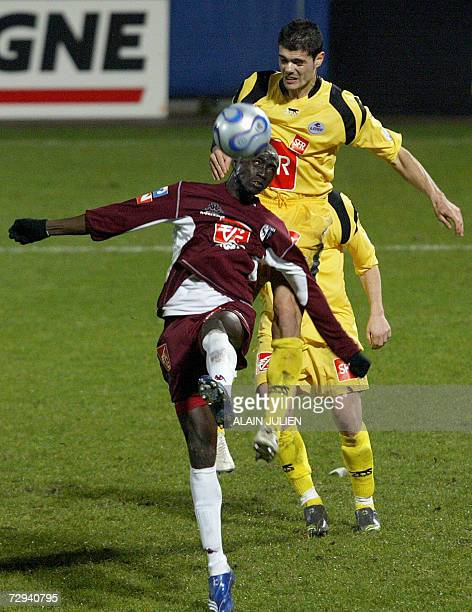 Metz's Papis Cisse fights for the ball with Lille's Efstathios Tavlaridis during their French Cup football match Metz vs Lille 06 January 2007 at the...