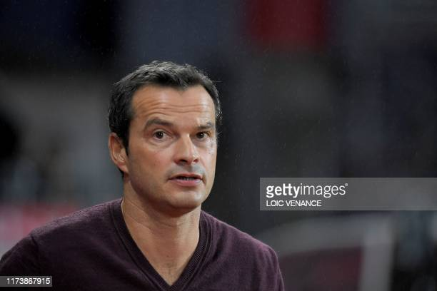 Metz' French coach Vincent Hognon looks on during the French L1 football match between Stade Brestois 29 and Football Club de Metz at the Francis Le...