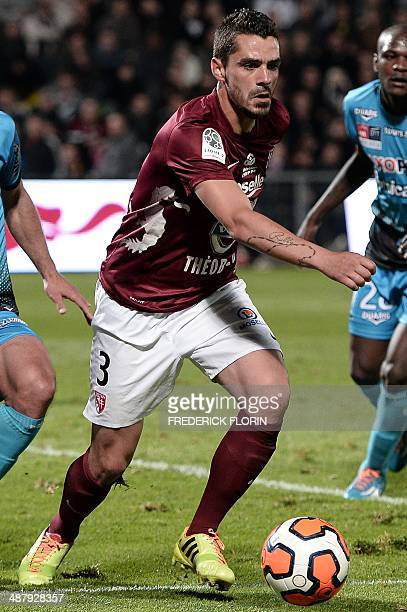 Metz' French defender Romain Inez controls the ball during the French L2 football match FC Metz vs Tours FC on May 2 2014 at the SaintSymphorien...
