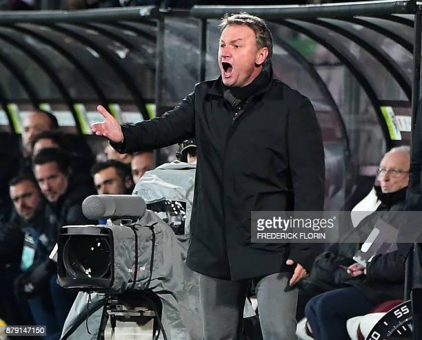 Metz' French head coach Frédéric Hantz reacts during the French L1 football match Metz vs Amiens on November 25 2017 at the SaintSymphorien stadium...
