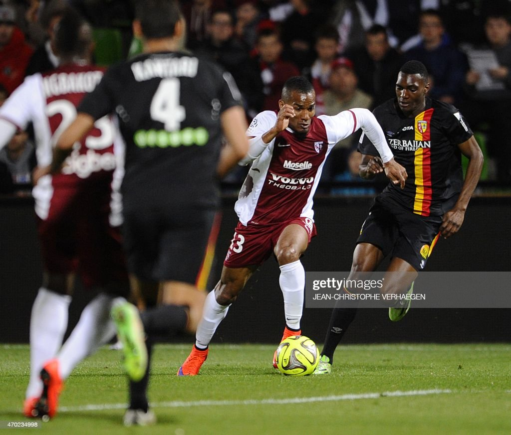 Metz' French midfielder Florent Malouda (R) vies for the ball Lens' forward Aristote Madiani during the French L1 football match between Metz (FCM) and Lens (RCL) on April 18, 2015 at the Saint Symphorien stadium in Metz, eastern France.