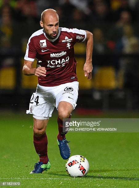 Metz' French midfielder Renaud Cohade controls the ball during the French L1 football match between Metz and Monaco at the Saint Symphorien Stadium...