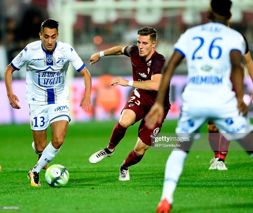Metz' Luxemburg defender Chris Philipps (R) vies for the ball with Troyes' Tunisian midfielder Saif-Eddine Khaoui during the French L1 football match between Metz (FCM) and Troyes (ESTAC) on September 23, 2017 at Saint Symphorien stadium in Longeville-Les-Metz, eastern France. VERHAEGEN