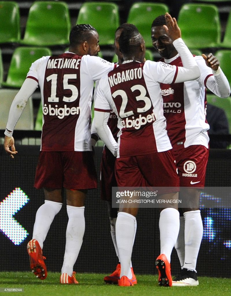 Metz' Malian forward Modibo Maiga (R) celebrates with teammates after scoring during the French L1 football match between Metz (FCM) and Lens (RCL) on April 18, 2015 at the Saint Symphorien stadium in Metz, eastern France.