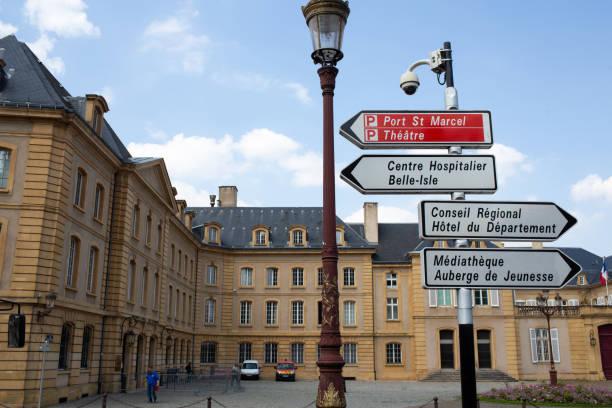 Metz, place de la comedie, signs