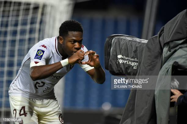 Metz's Belgian forward Aaron Leya Iseka forms a heart shape with his hands in front of a camera after scoring a goal during the French L1 football...