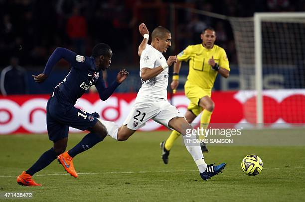 Metz's French Algerian midfielder Ahmed Kashi challenges Paris SaintGermain's French midfielder Blaise Matuidi during the French L1 football match...