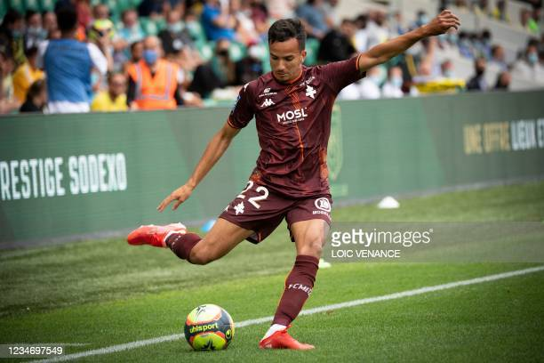 Metz's French defender Sofiane Alakouch controls the ball during the French L1 football match between FC Nantes and FC Metz at the La Beaujoire...