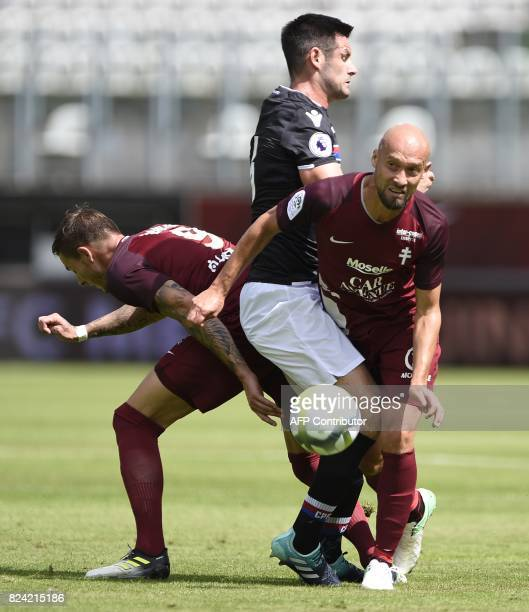 Metz's French forward Nolan Roux and Metz's French midfielder Renaud Cohade vie for the ball with Crystal Palace's English defender Scott Dann during...