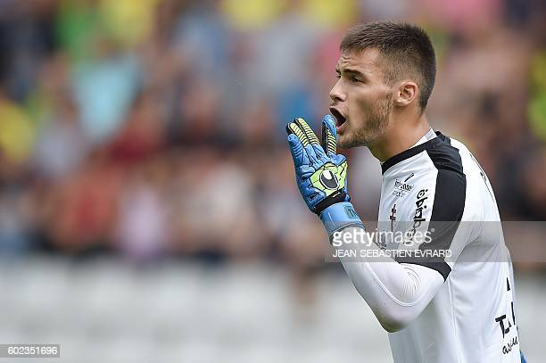 Metz's French goalkeeper Thomas Didillon gestures during the French L1 football match between Nantes and Metz on September 11 2016 at the Beaujoire...