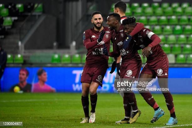 Metz's players celebrate after scoring during the French L1 football match between Football Club de Metz and OGC Nice at the Saint-Symphorien Stadium...