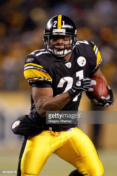 Mewelde Moore of the Pittsburgh Steelers runs the ball against the San Diego Chargers during their AFC Divisional Playoff Game on January 11 2009 at...