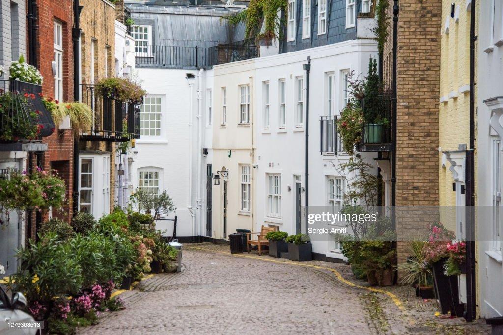 Mews houses in Knightsbridge : ストックフォト