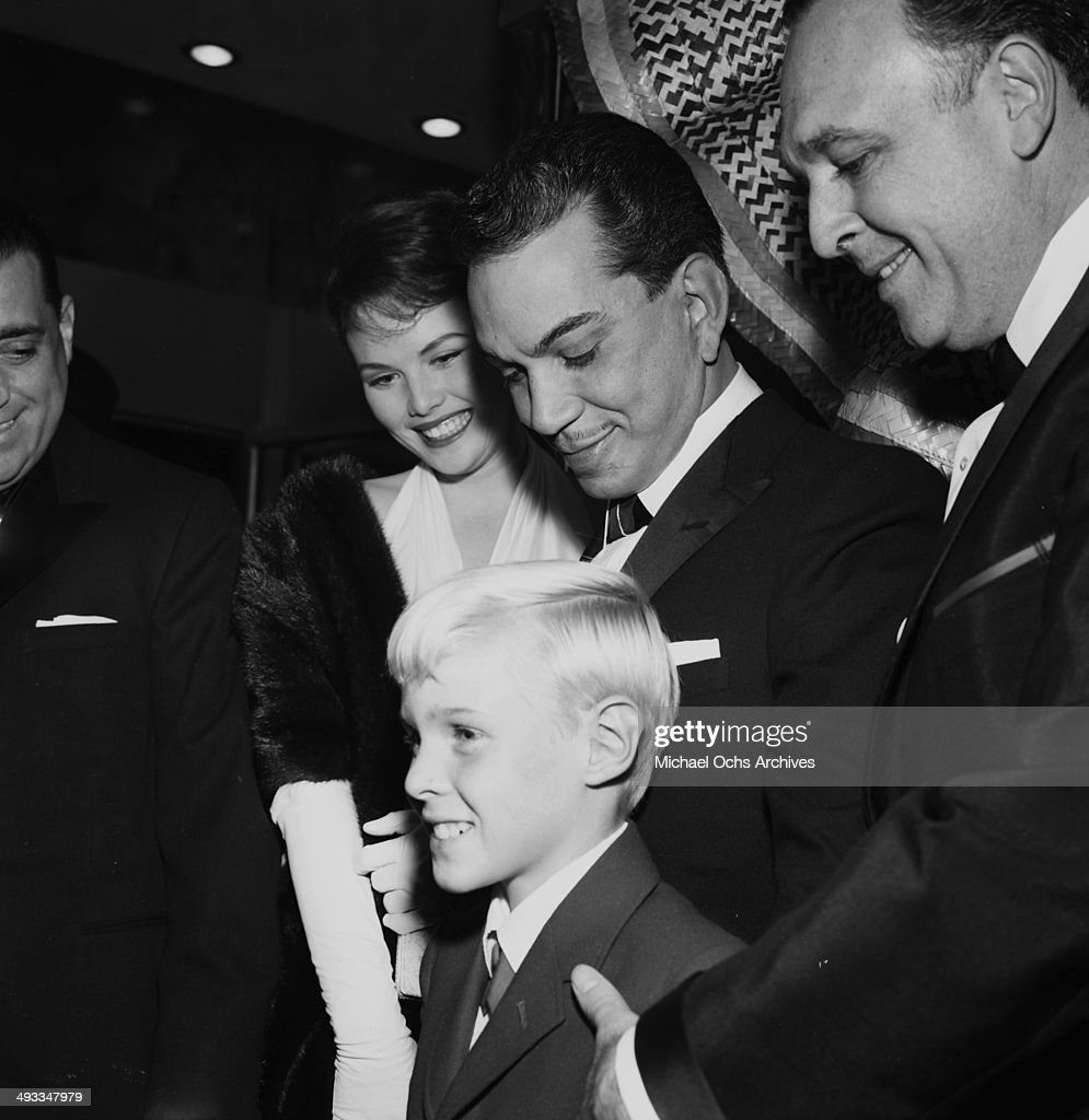 Mexican actor Cantinflas poses with Jo Morrow and actor Jay North in Los Angeles, California.